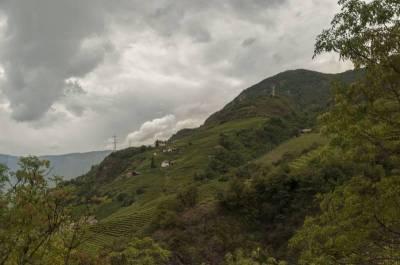 Selbst die steilen Berge werden bewirtschaftet