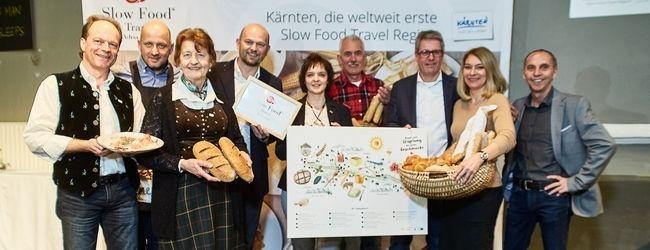Gruppenfoto - Pressekonferenz Slow Food Travel Kärnten: die teilnehmenden Produzenten mit Barbara van Melle und Christian Kresse