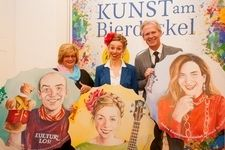 v.l.n.r.: Bürgermeisterin Margit Straßhofer; Stephanie Balih und Mag. Karl Schwarz