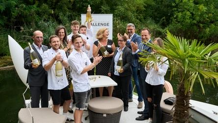 (v.l.n.r. Peter Dobcak, Gabriela Straka, Piroska Payer, Martina Haslinger, Peter Lorenz, Martin Lachout) gratulieren den Sieger-Teams 2019