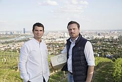 (v.l.n.r.) Önologe Dragos Pavelescu und Geschäftsführer Gerhard J. Lobner, Fotocredit: Raimo Rudi Rumpler
