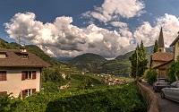 Südtirol präsentiert ein idyllisches Landschaftsbild